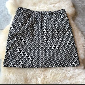 Loft black and white skirt with pockets